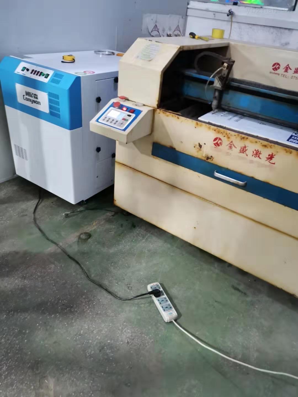 激光剪纸贺卡海绵切割机吸烟净化气味的设备