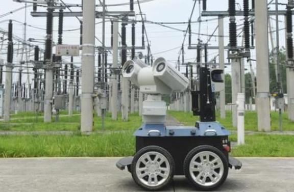 高温天气袭来 智能机器人24小时巡检电网