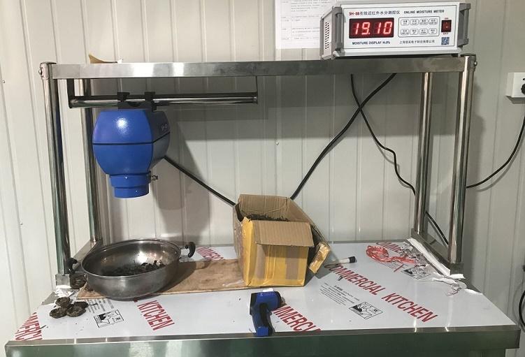 上海佳實電子科技有限公司工程師為客戶調試茶葉在線水分儀